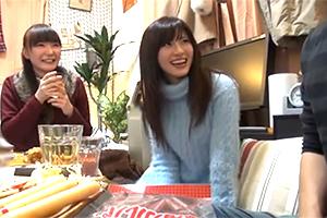 【流出】家飲みで盛り上がって男友達と乱交する女子大生の映像