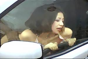 【盗撮】雨の中カーセックスに勤しむバカプッルwww