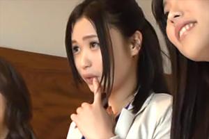 【ナンパ】新宿のオフィス街でGETしたOL3人と乱交セックス!謝礼に目がくらむ…