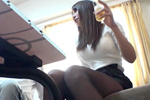 【盗撮】美脚とGカップ巨乳が眩しい人妻を連れ込んで押し倒す!