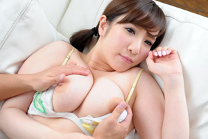小動物系の爆乳癒し系お嬢様 成宮みこと のAVデビュー作