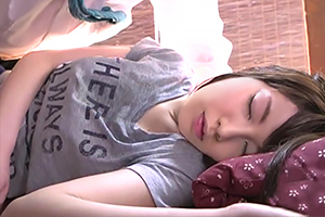 【森川涼花 彩城ゆりな 阿部乃みく】可愛すぎる営業先のJKの寝込みを襲う!