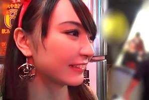 【素人】ハロウィンで賑わう渋谷でナンパしたセクシー爆乳魔女をお持ち帰り