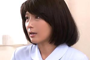 熟年看護師が謝りながら2発目の精液検査を手伝ってくれたの画像です