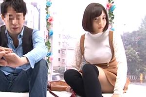 友達関係のリアル素人大学生が日本一エロ~い車MM号の中で二人っきりの画像です