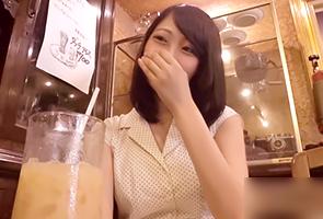 【素人ナンパ】夏休みに上京して浮気する関西のエリート女子大生の画像です