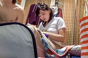【盗撮】上京直後にヤリチン野郎に連れ込まれる博多弁が可愛い巨乳美女