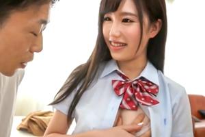 美竹すず Hカップ美少女が初の童貞筆下ろしに挑戦!