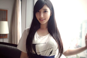 【S-Cute Yui】藤嶋唯 ホテルに入るなり笑顔で抱きついてくる黒髪美女
