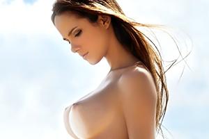 外人の巨乳ヌードの画像です