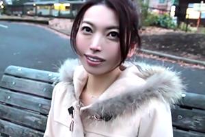中村唯 42歳には見えない可愛い人妻がセックスレスに耐え切れずAVデビュー