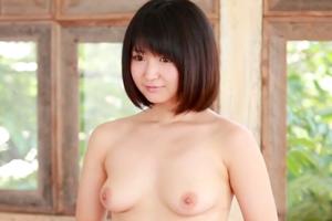 浅田結梨 まだあどけなさの残るロリ顏の美少女の初撮りが可愛い。