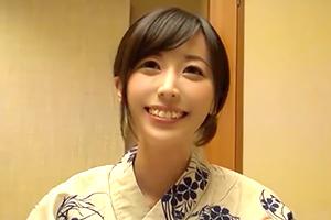 人妻湯恋旅行 温泉不倫。時折見せる少女のような笑顔が可愛い人妻