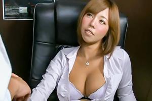 巨乳女上司とネットカフェで声を押し殺してスローピストンFUCKの画像です