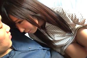 【素人】中○生に見える奈良の現役保育士が、顔よりデカい巨根を挿入されて…