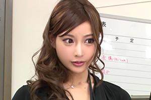 明日花キララ 下着モデルをさせられた美女OL。昇進のためならカラダを…
