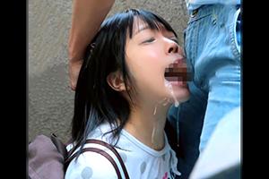 【即イラマ】マンションの踊り場でロリ少女の口に媚薬チンコを突っ込んでレイプ!