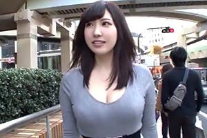 若槻みづな 乳首が敏感すぎる岩手県産天然Hカップ妻の画像です