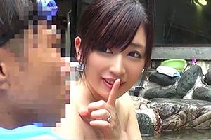 【坂口れな】女湯でピンコ勃ちした僕を内緒で手コキしてくれた美人妻