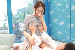 MM号 心優しい子持ちのママがデカチンで妻に挿入を許してもらえない男性に素股奉仕の画像です