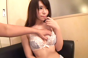 【素人ナンパ】清楚系ビッチ!?モデル級のちっぱい美少女と濃厚ハメ撮り
