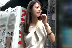 【素人ナンパ】モデルのように美しい人妻を口説いて中出し!