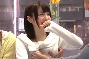 【マジックミラー号】素人カップルが彼氏彼女を交換!目の前で濃厚SEX!