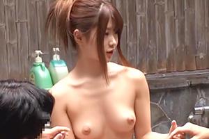 【川村まや 初美沙希】無防備すぎる酔った姉ちゃんが男湯に入ってきた!の画像です
