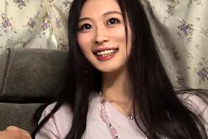 【素人ナンパ】黒髪の似合う日本美人なセレブ妻を口説いて中出し!
