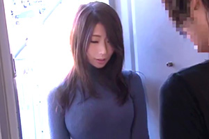 篠田あゆみ 喘ぎ声がうるさくて壁ドンしたらめっちゃ可愛い人妻が謝りに来た…