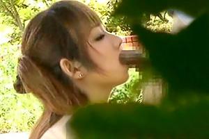 【素人】公園で青姦を楽しむ高校生カップルを隠し撮り。の画像です