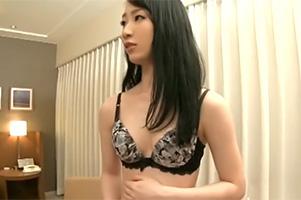 【素人ナンパ】代官山の人妻キャリアウーマンをホテルに連れ込んで中出し!