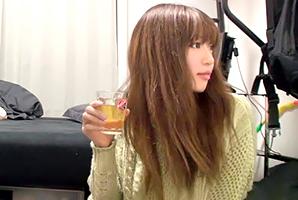 (秘密撮影)居酒屋デートで飲ませまくって連れ込んだロケット乳社内レディーをヤる☆