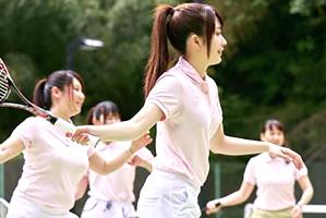テニスサークルの夏合宿でピッチピチの現役女子大生と乱交三昧!