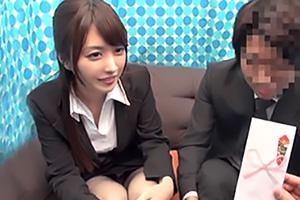 【素人ナンパ】かなりの上玉OLが賞金に目が眩み同僚と中出しセックス!