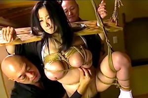 小向美奈子 緊縛奴隷調教され快楽堕ちする美しき背徳未亡人の画像です