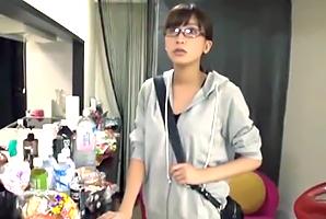 『えっ、私☆?』女優のドタキャンで急遽AV出演するガリ美巨乳AD☆
