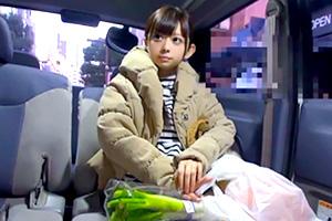 身長148cmのミニ可愛い若奥さんを買い物中にゲットの画像です