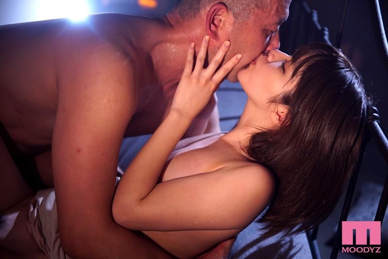 伊東ちなみ ランジェリーで誘惑する極上の美少女と本気SEX