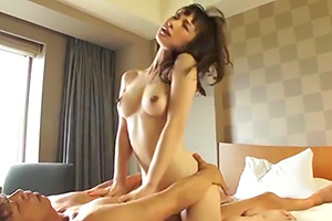 【舞ワイフ】岡田美咲 不倫を繰り返す極上のスレンダー美乳の人妻の画像です
