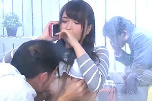 清楚で美人な奥様が旦那の中年上司と初めての浮気生電話SEXの画像です