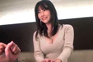 【素人ナンパ】色気が凄過ぎるセレブな巨乳妻に自宅で中出しセックス!の画像です