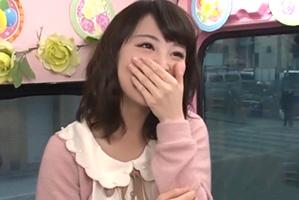 【素人】現役巨乳女子大生が賞金10万円で逆ナンに挑戦!「私とHしませんか?」