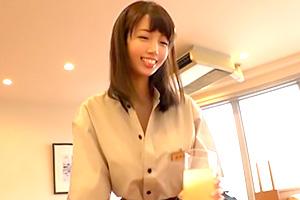 清城ゆき 街で噂の言いなり巨乳のファミレス店員の画像です