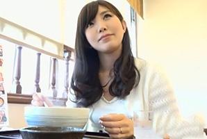 【素人】雑誌の温泉レポートに参加してスタッフにハメ撮りされたセレブ妻