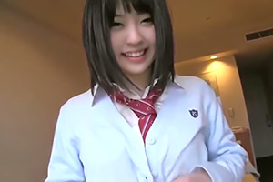 【個人撮影】笑顔がカワイイ無邪気な女子校生をホテルに連れ込み…