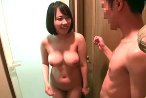【盗撮】本番禁止の巨乳デリヘル嬢に偶然を装って生で挿入!