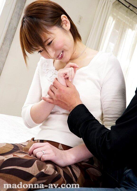 加藤みゆ紀 国際結婚4年目の透明感溢れるショートカット人妻