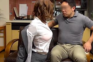 本田莉子 訪問営業に来たムチムチの営業ウーマンが巨乳アピールで色仕掛け!