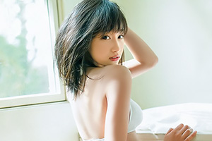 【鈴木えりか】日本一制服が似合う美少女が服の中を公開した模様w
